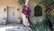 AMALIA BACK COURT-the house entrance